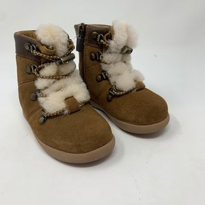 New ugg boots for kids size 6